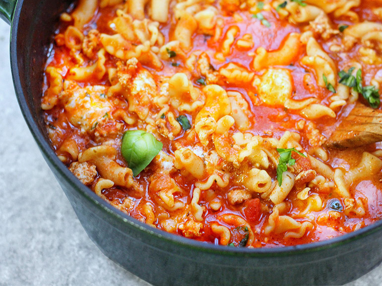 one pot lasagna soup in staub