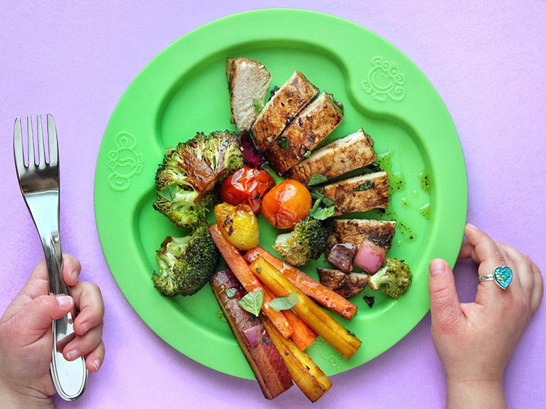 nourishedlikemom balsamic roasted chicken and veggies