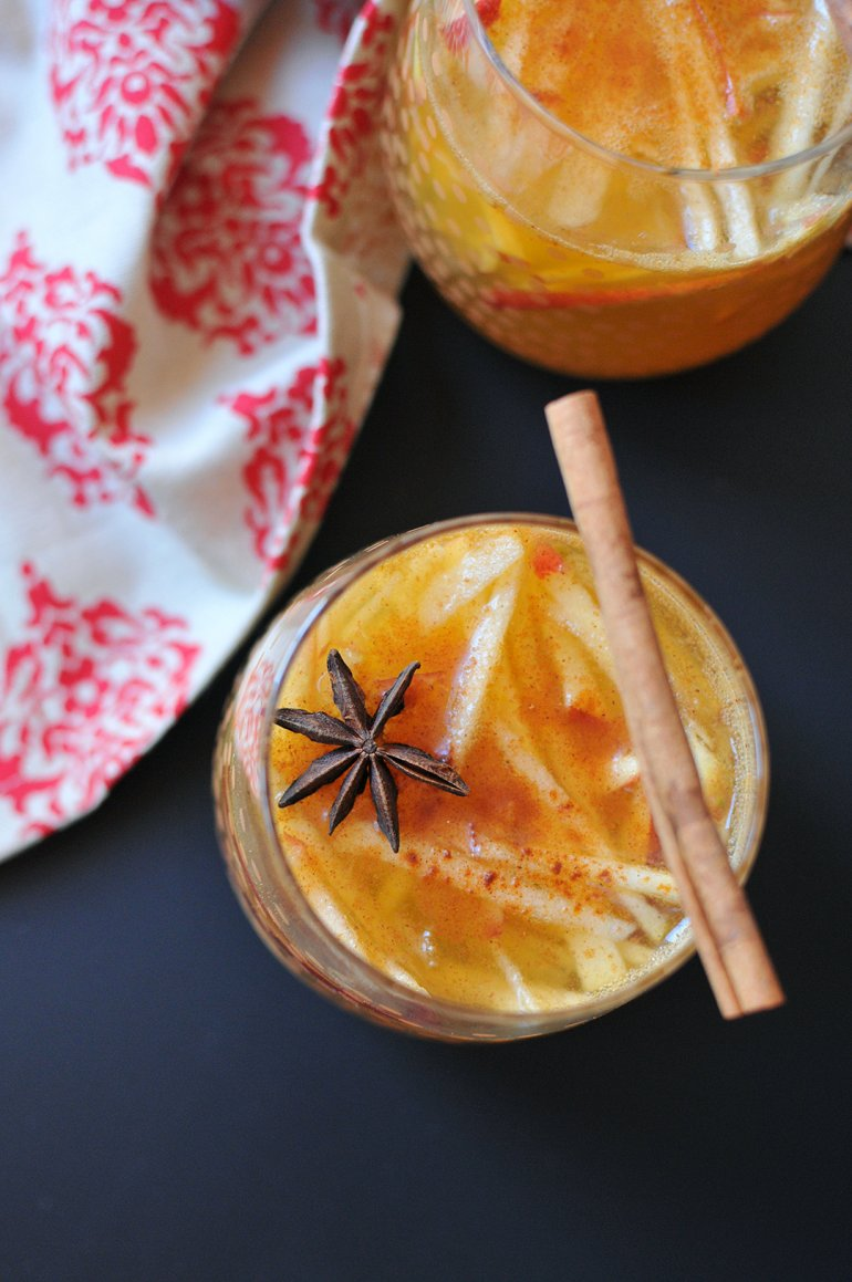 apple pie sangria close up