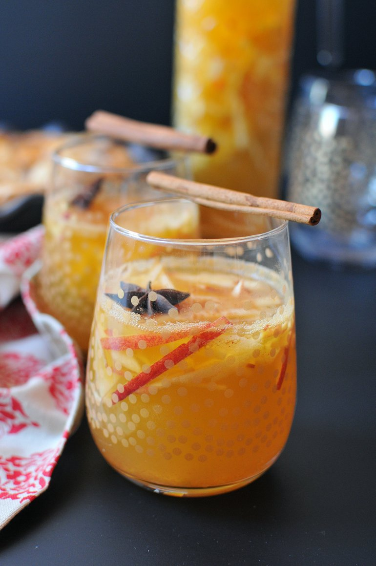 apple pie sangria with cinnamon sugar vodka