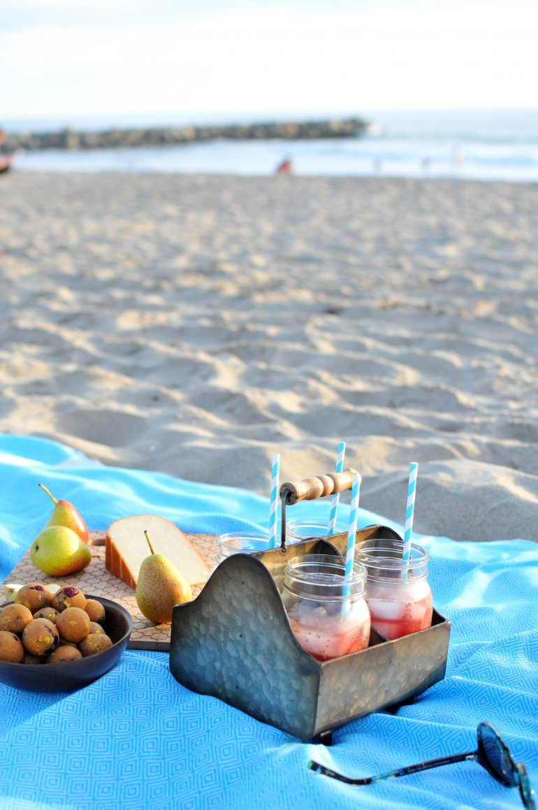 beach picnic with bobs redmill