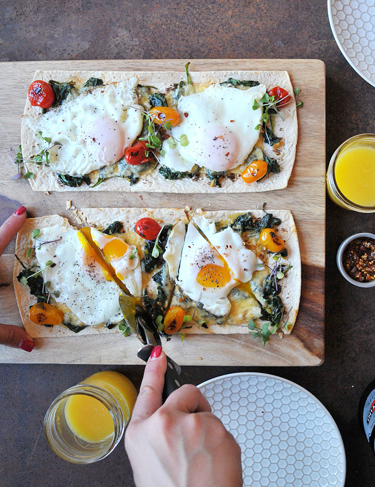 slicing breakfast pizza