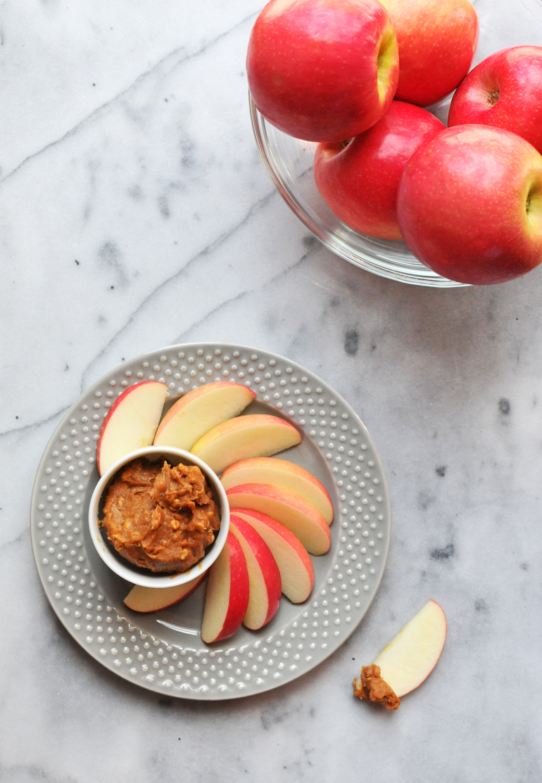 cinnamon peanut butter dip for apples