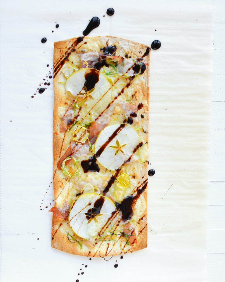 holiday flatbread with apples and prosciutto