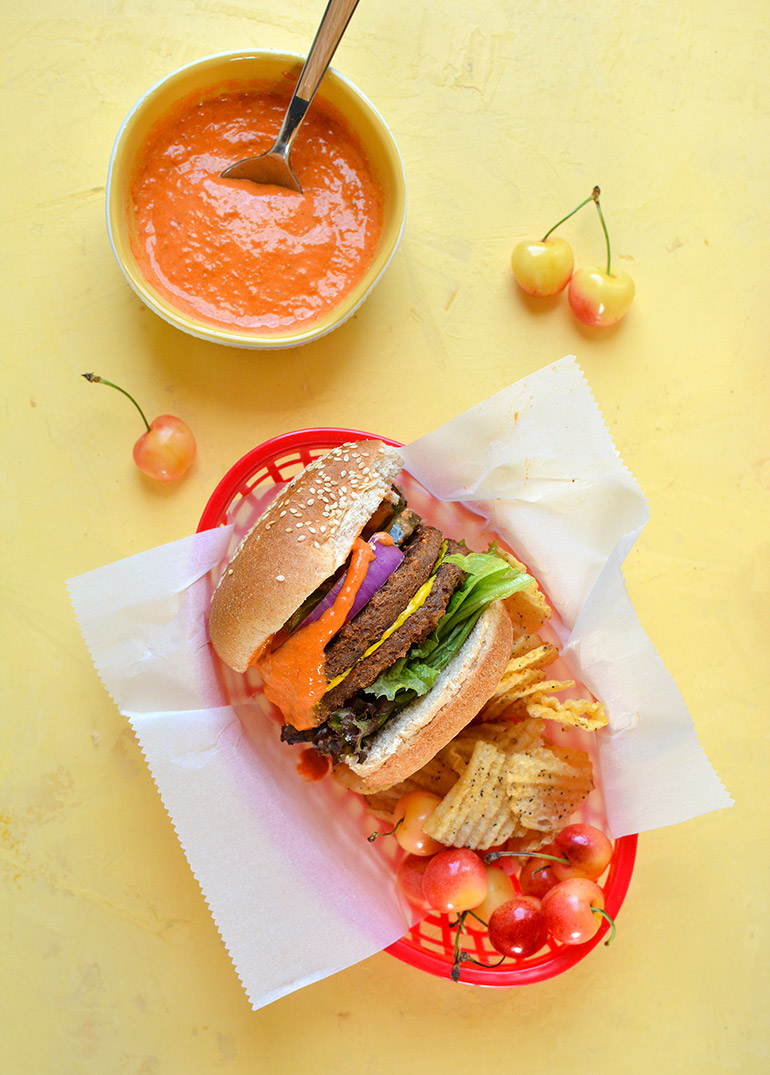 veggie burgers with roasted tomato aioli