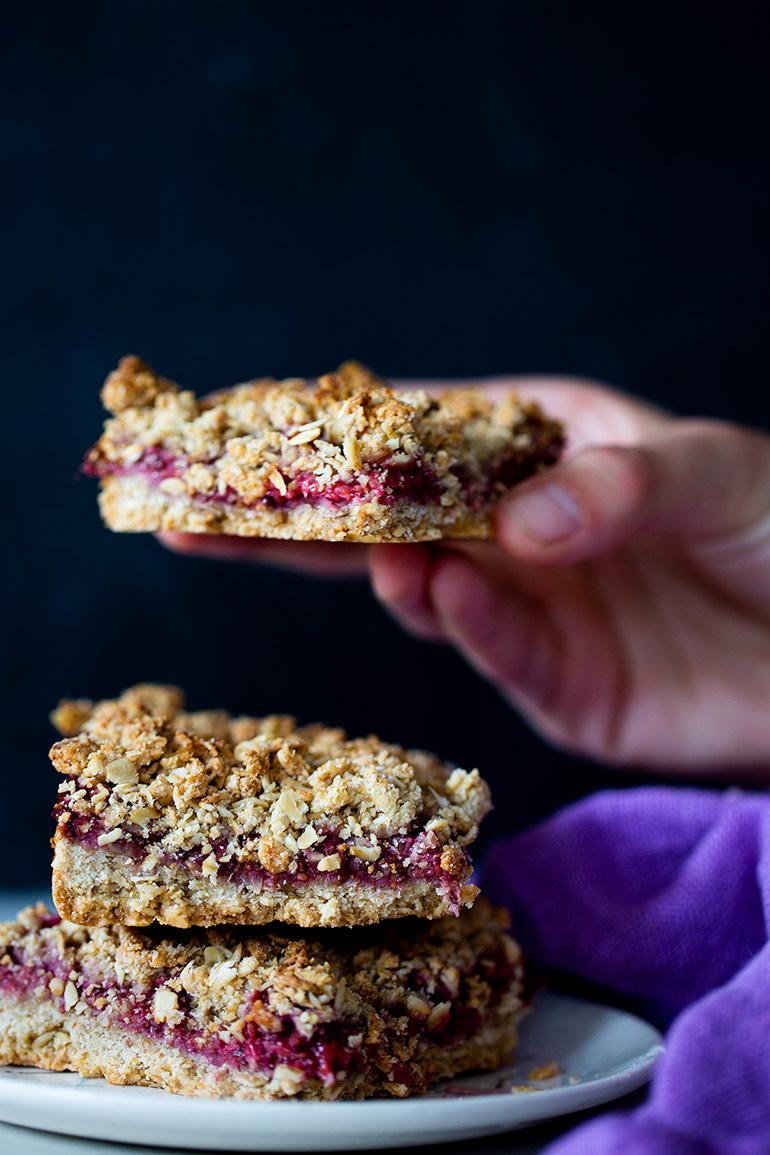 raspberry chia oat bars