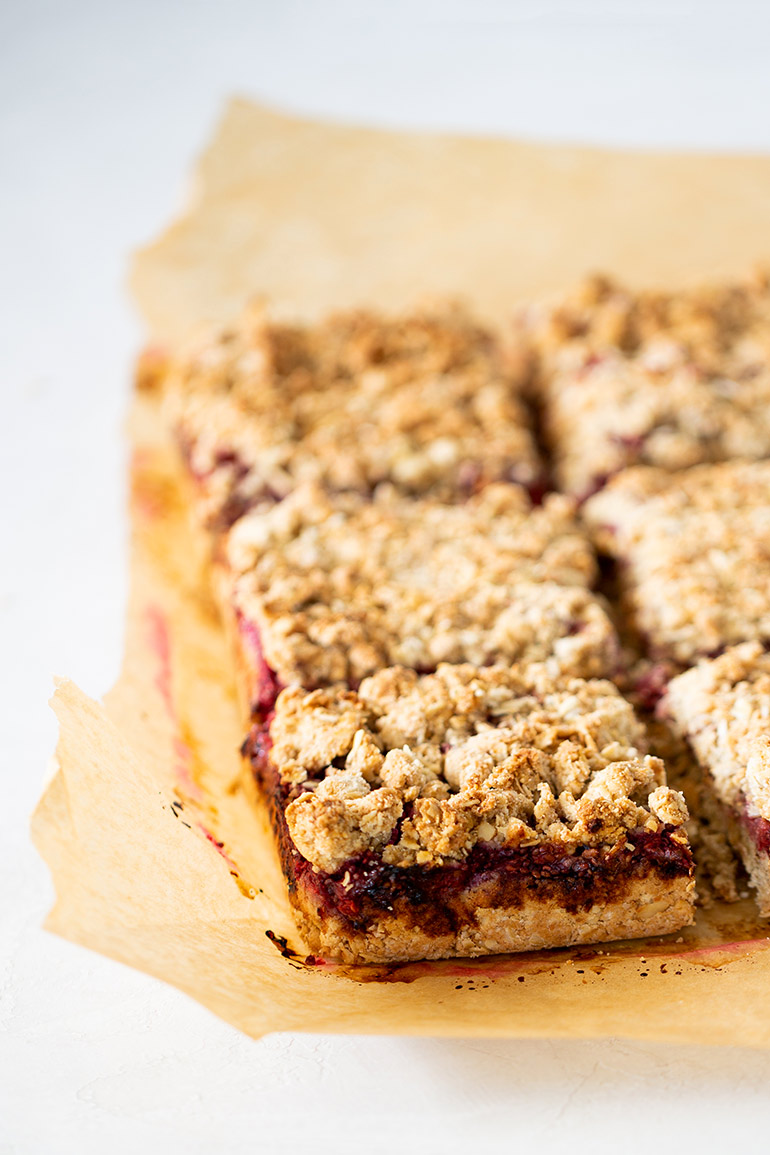raspberry chia oat bars