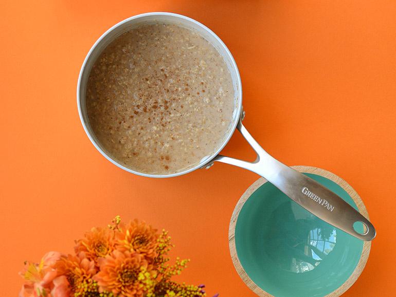 pumpkin spice oatmeal in greenpan