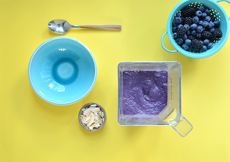 smoothie bowl in process