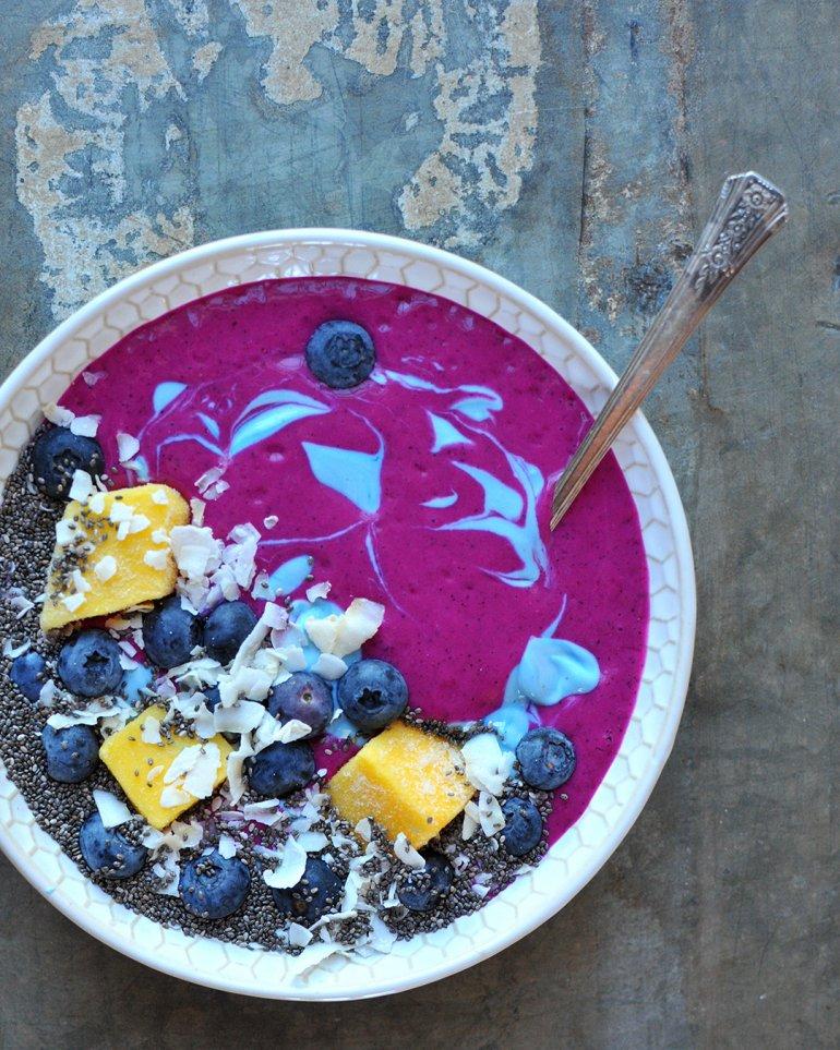 unicorn smoothie bowl with chia