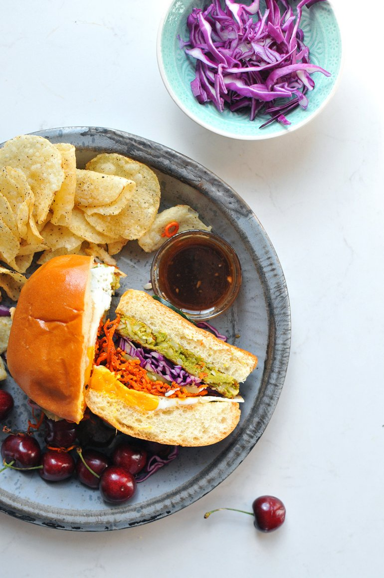 korean bbq bibimbap burgers with chips