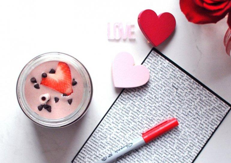 Chocolate Covered Strawberry Smoothie Nosh And Nourish